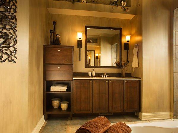 Шкафы и полки для ванной комнаты