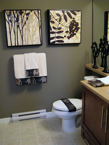 Decorating a small bathroom on a budget