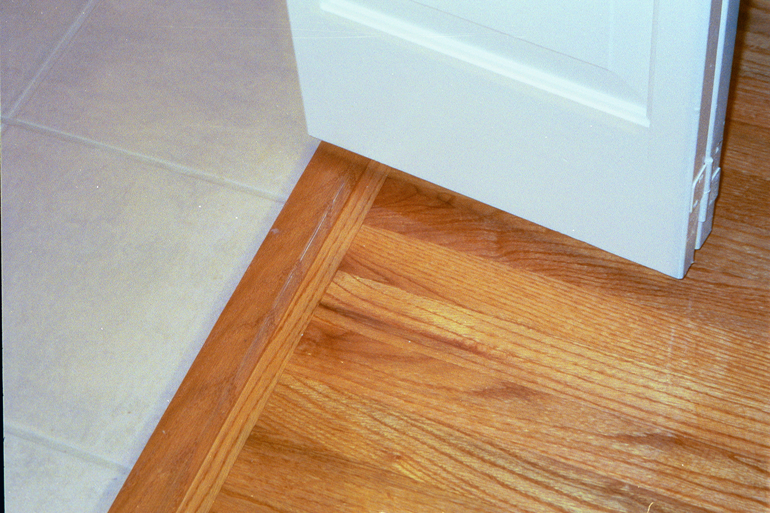 Tile to wood floor threshold