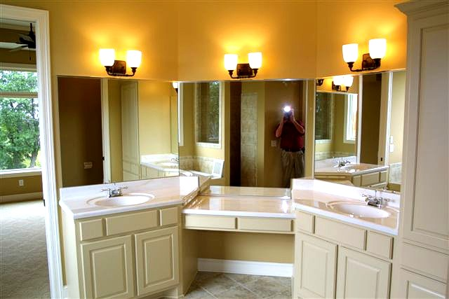 Jack and jill bathroom layout