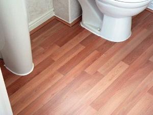 Laminate floor in bathroom Photo - 1