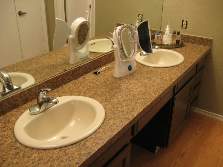 Laminate flooring bathroom large and beautiful photos for Can you put laminate flooring in a bathroom