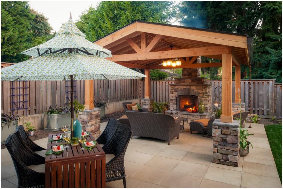 Backyard Dining Area Photo 6