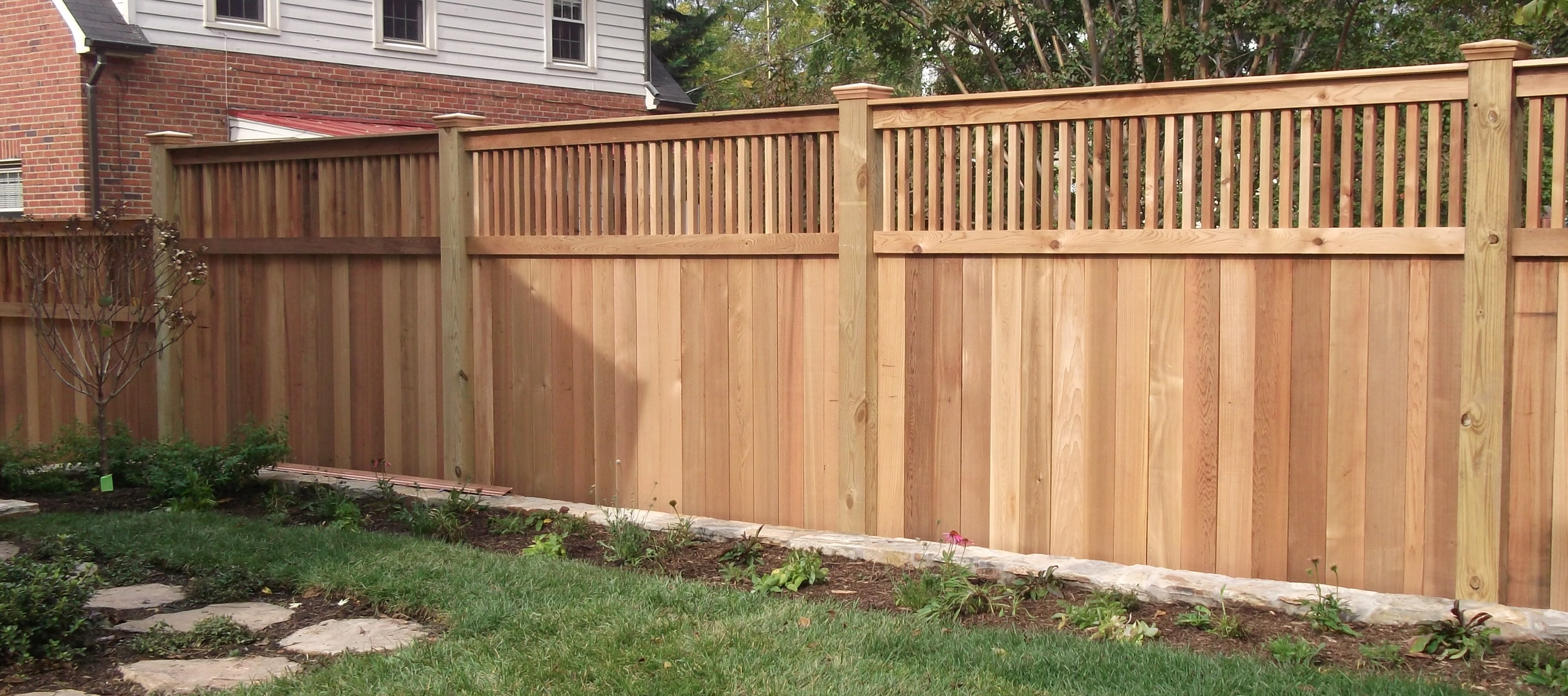 Backyard privacy fence ideas - large and beautiful photos ...
