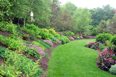 Backyard hill landscaping ideas photo 6 design your home for Landscape ideas for hilly backyards