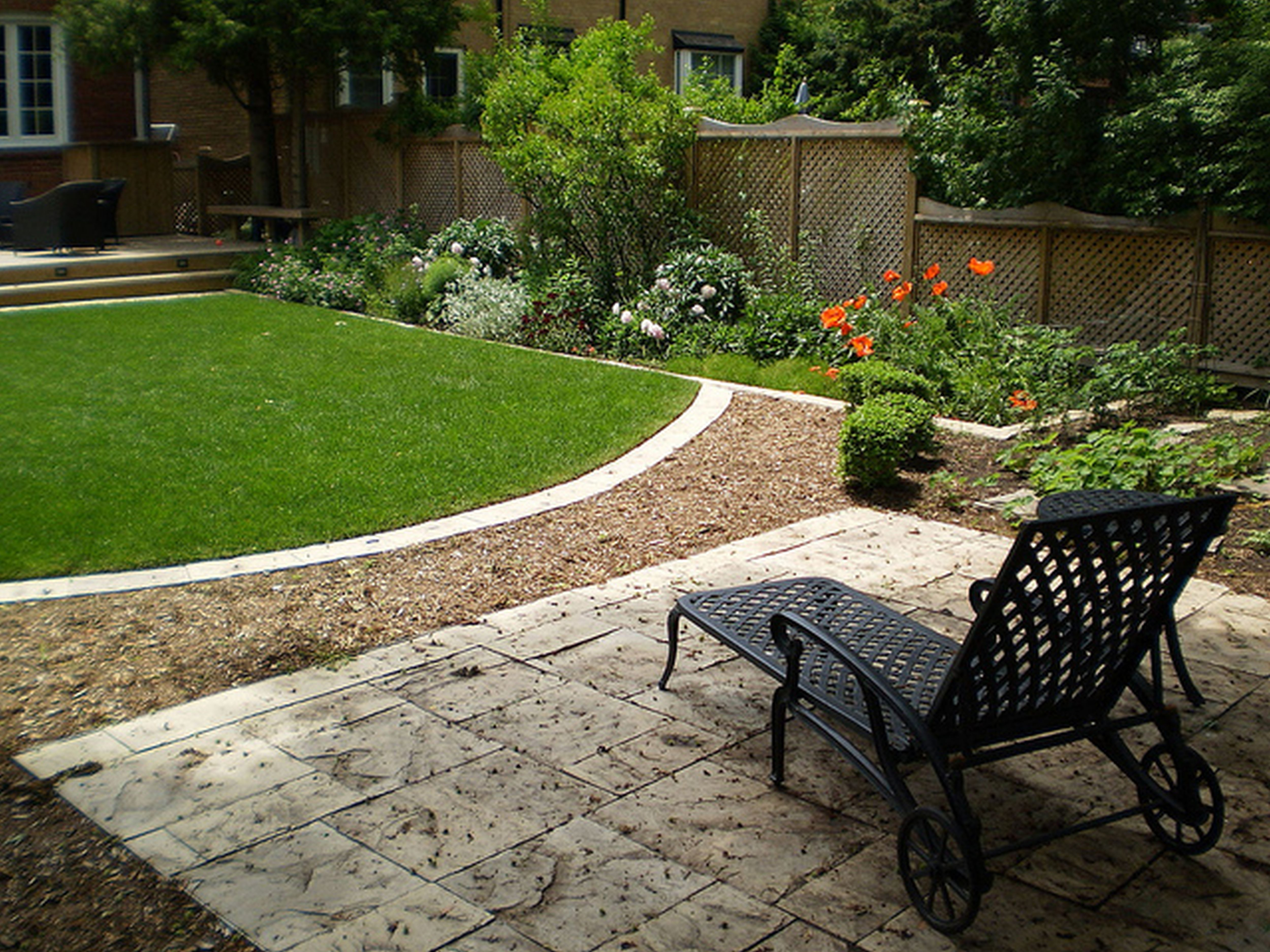 Backyard designs for small yards large and beautiful for Patio landscaping