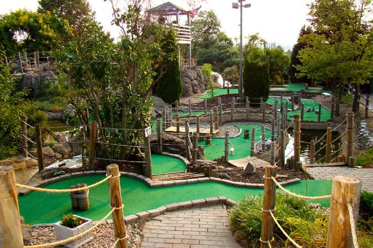 backyard-miniature-golf-course-6 Backyard Miniature Golf