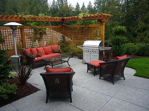 Backyard patio ideas for small spaces photo 4 design for Small back patio designs