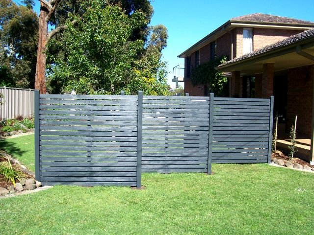 Backyard privacy wall large and beautiful photos photo for Back fence screening ideas