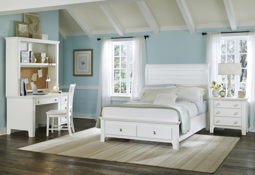 Beach style bedroom furniture Photo - 1