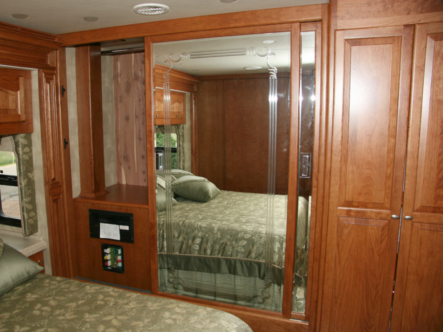 Bedroom closet sliding doors large and beautiful photos for Bedroom closets designs