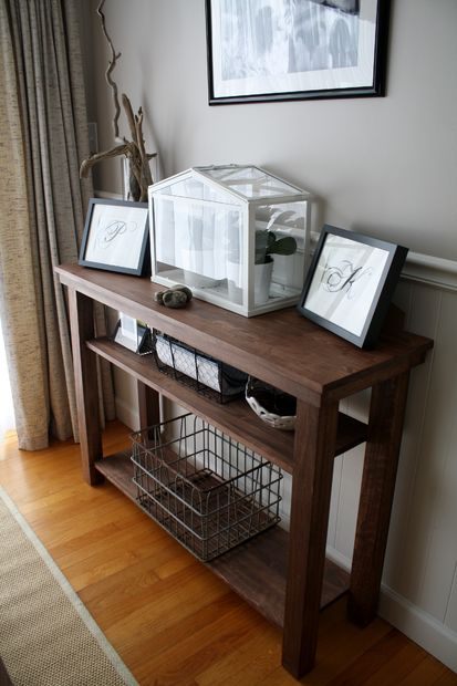 Console table in dining room Photo - 1