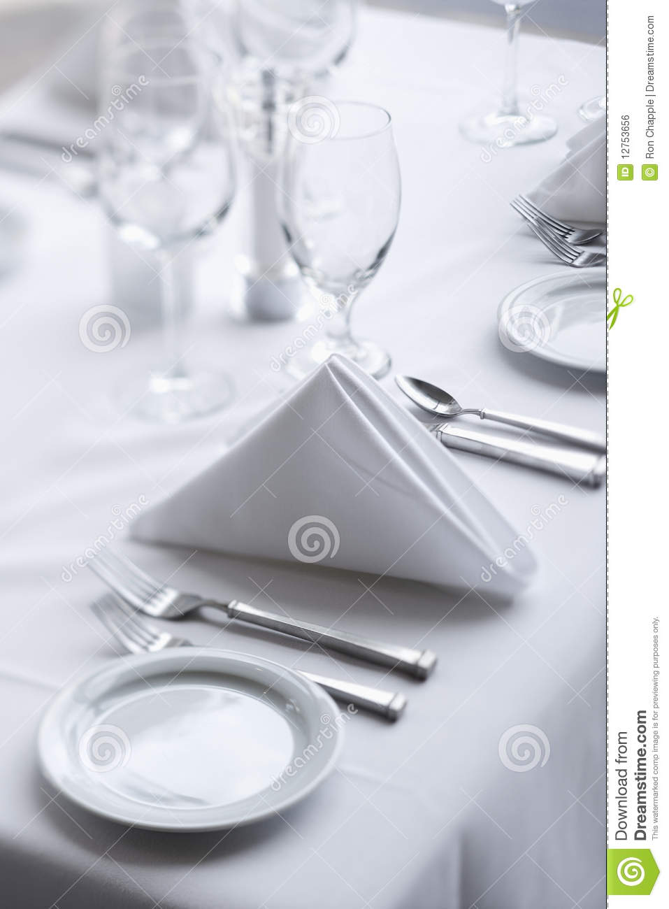 Dining table place settings Photo - 1