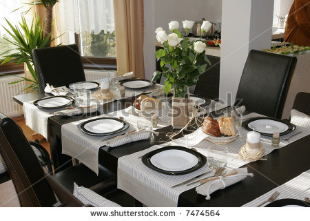 How to set a dining room table Photo - 1