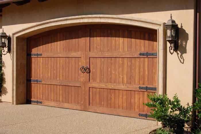 Ворота деревянные в гараж