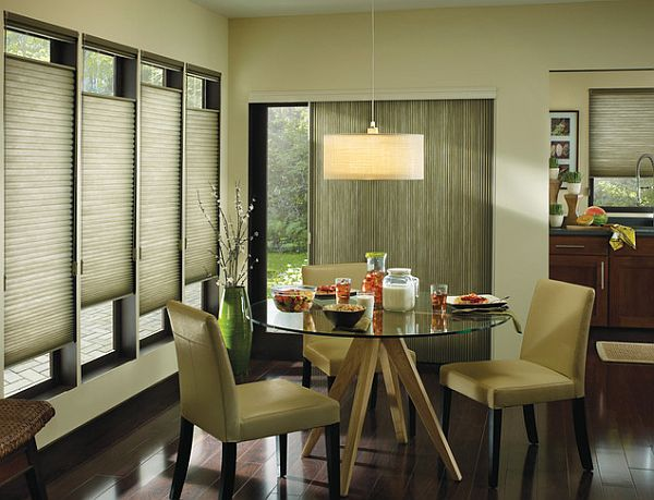 Window treatments dining room Photo - 1