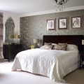 Bedrooms with wallpaper Photo - 1