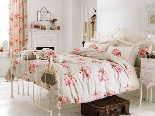 Antique Bedroom Decorating Ideas