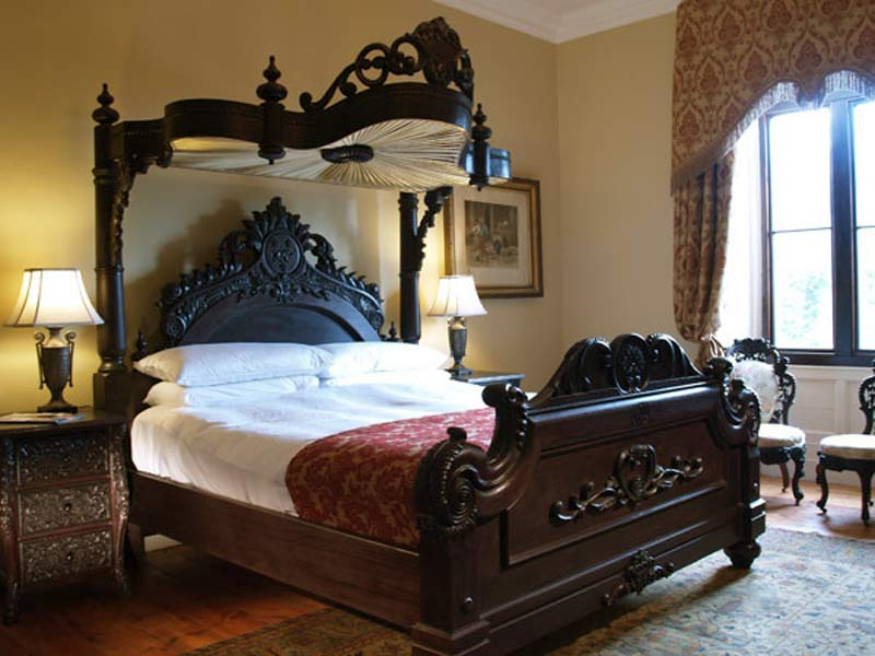 Antique Bedrooms