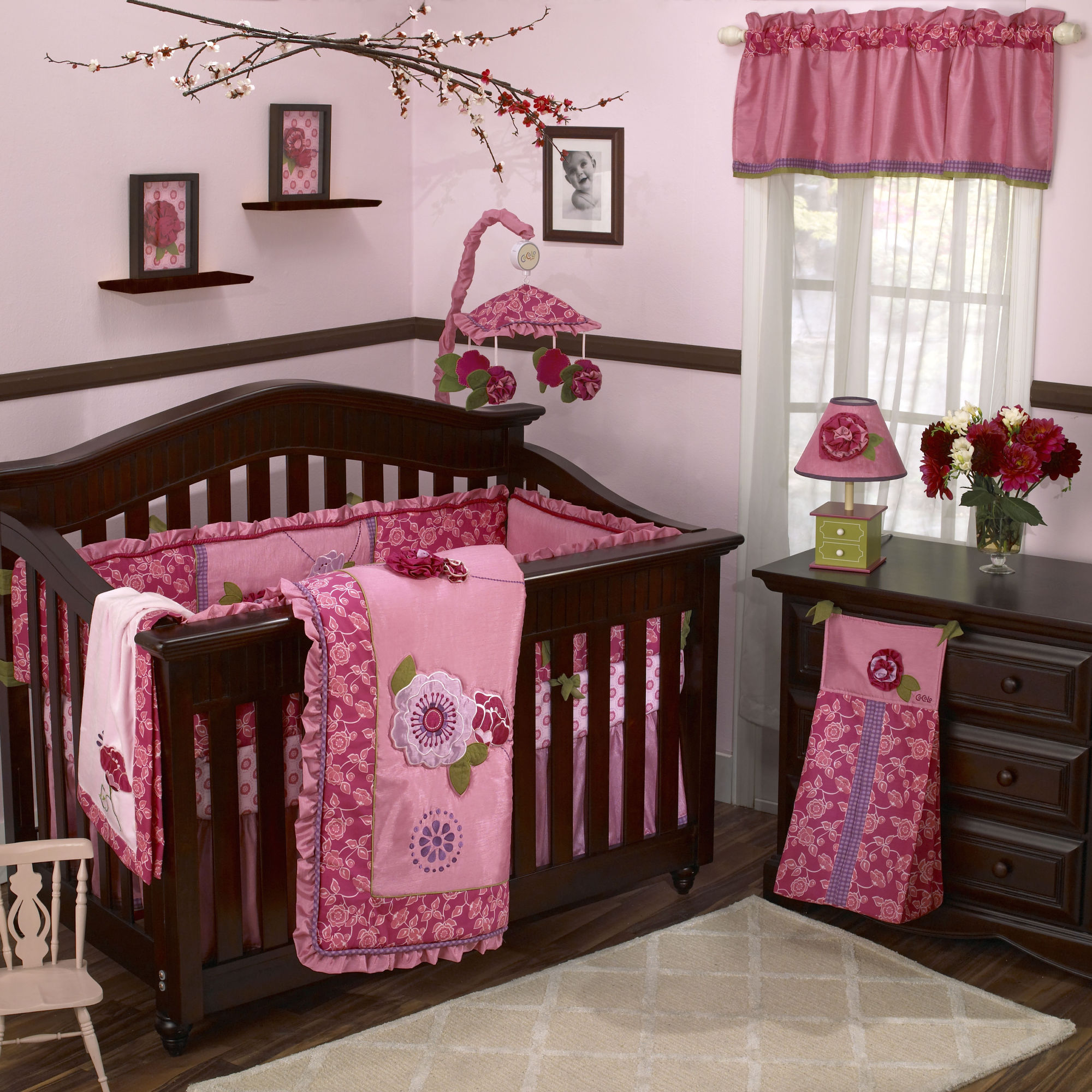 baby girls bedroom photo - 2