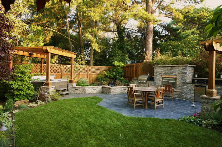 Wonderful Backyard Dining Area