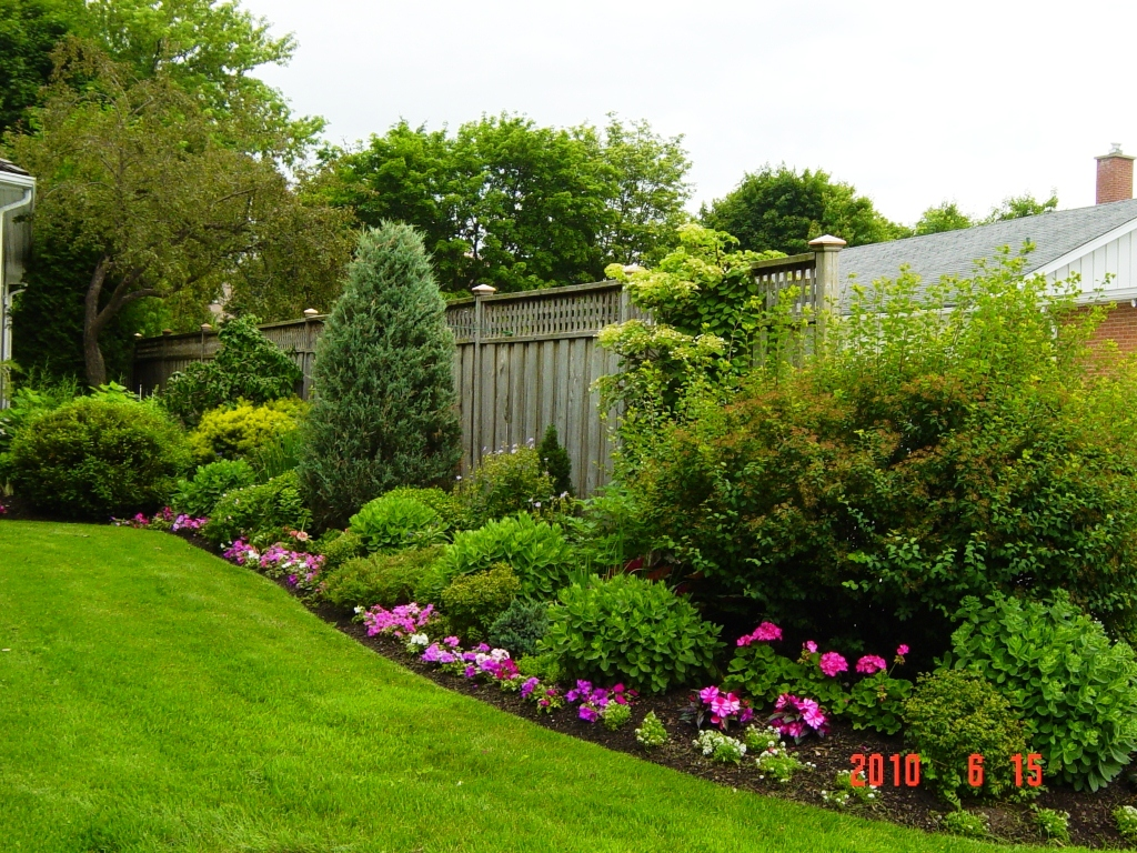 backyard fence design photo - 1