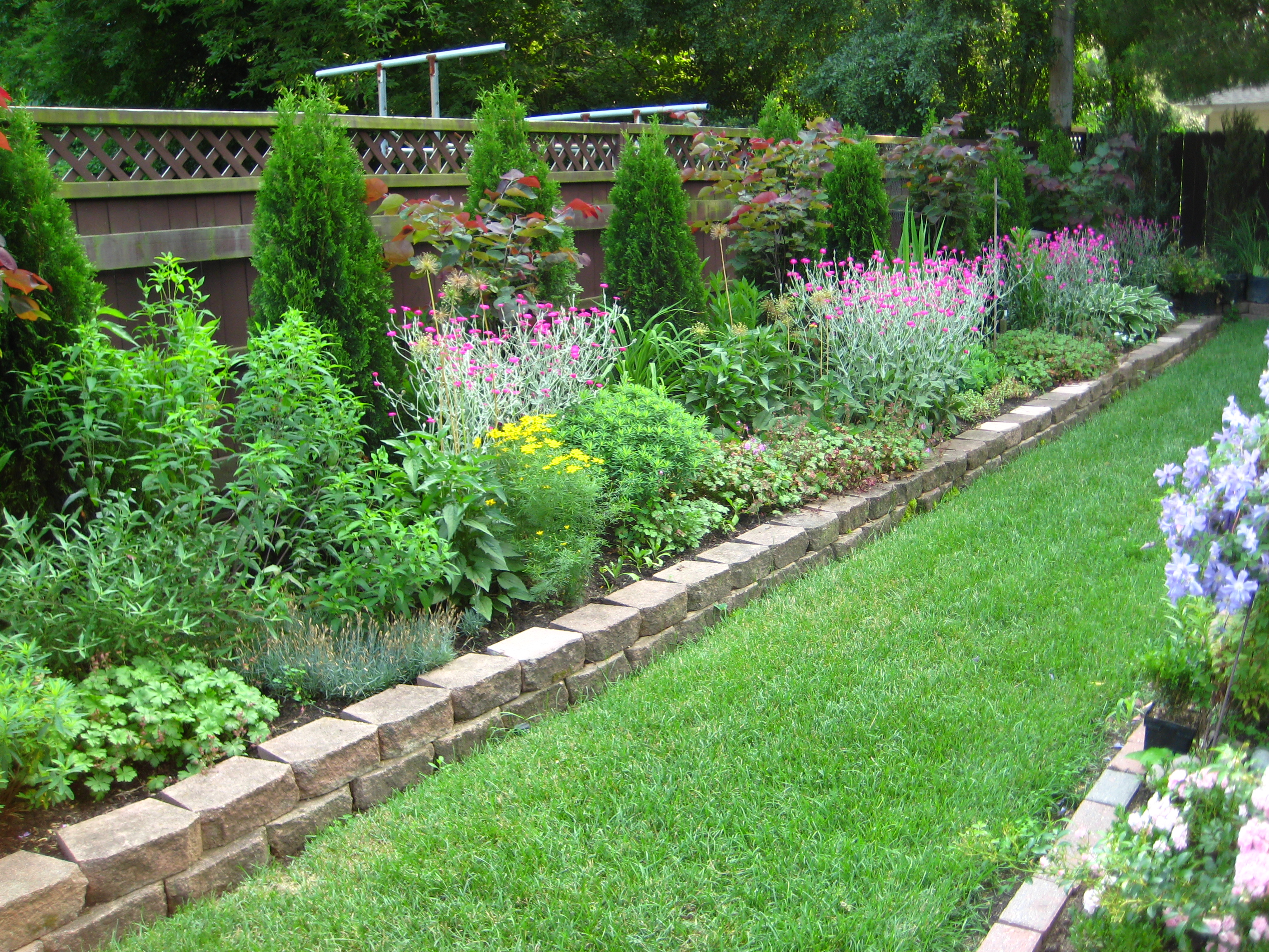 Backyard flower garden - large and beautiful photos. Photo to ...