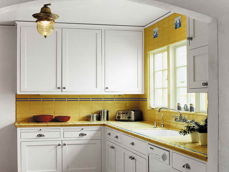 best color for small kitchen photo - 1