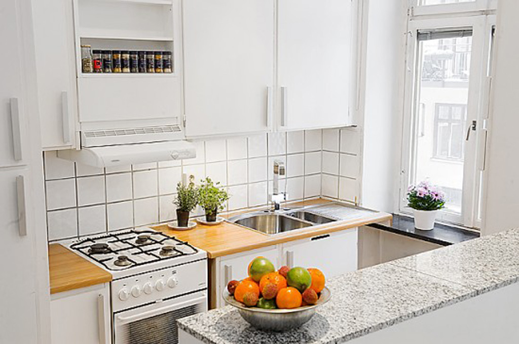 best color for small kitchen photo - 2