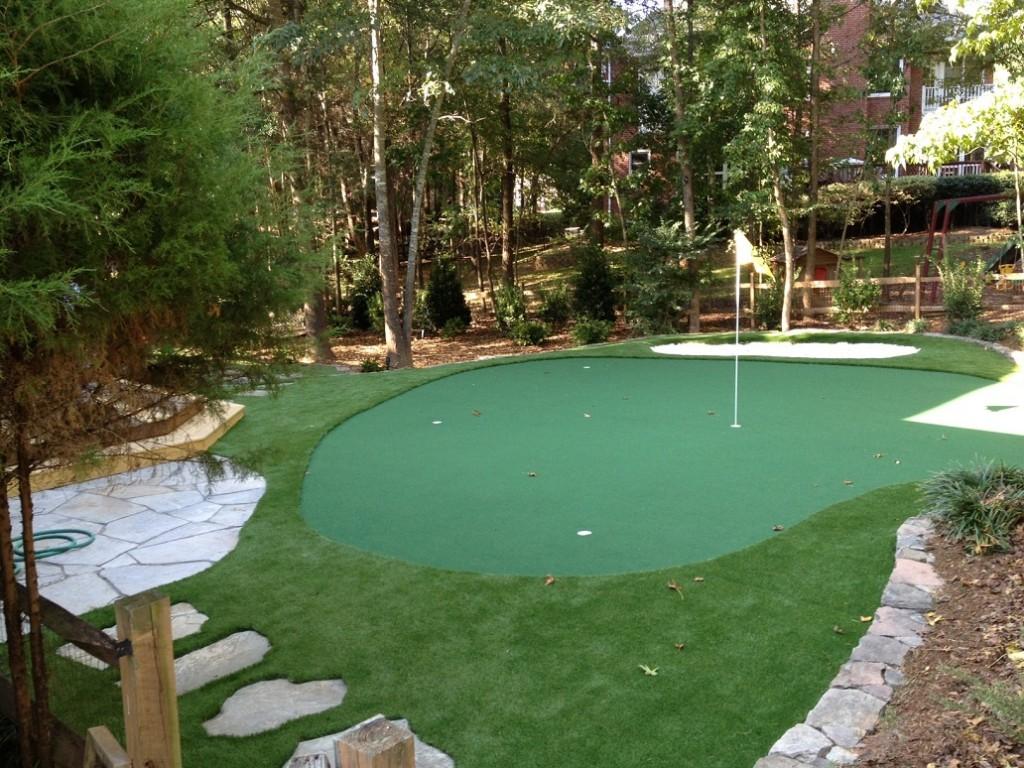 building a backyard putting green photo - 2