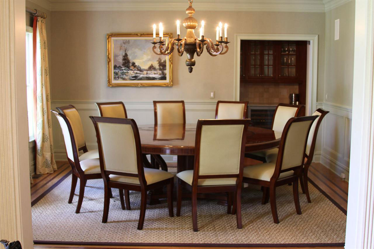 chandelier in dining room photo - 1