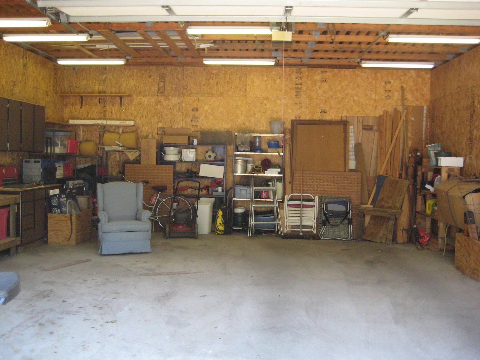 cleaning garage photo - 2