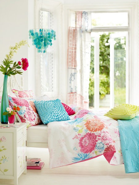 colorful bedroom design photo - 1