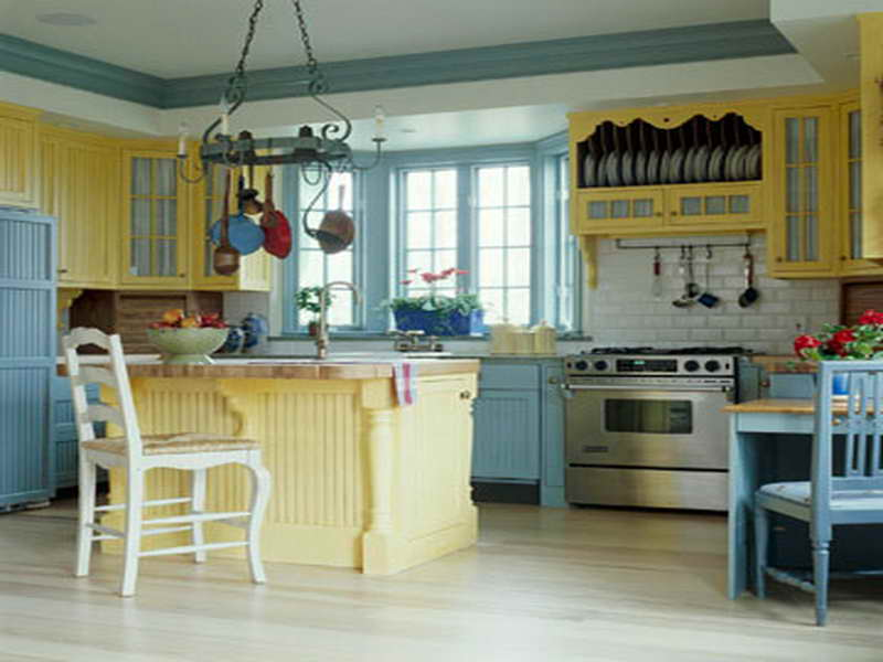 colors for small kitchen photo - 2