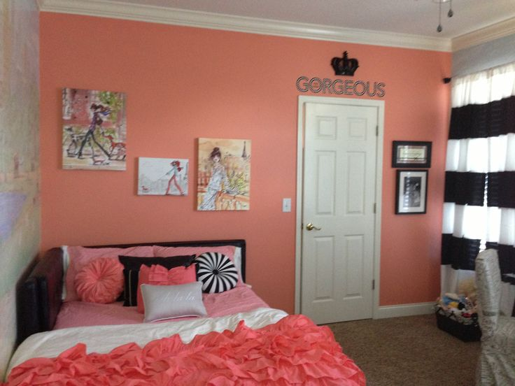 coral walls bedroom photo - 1