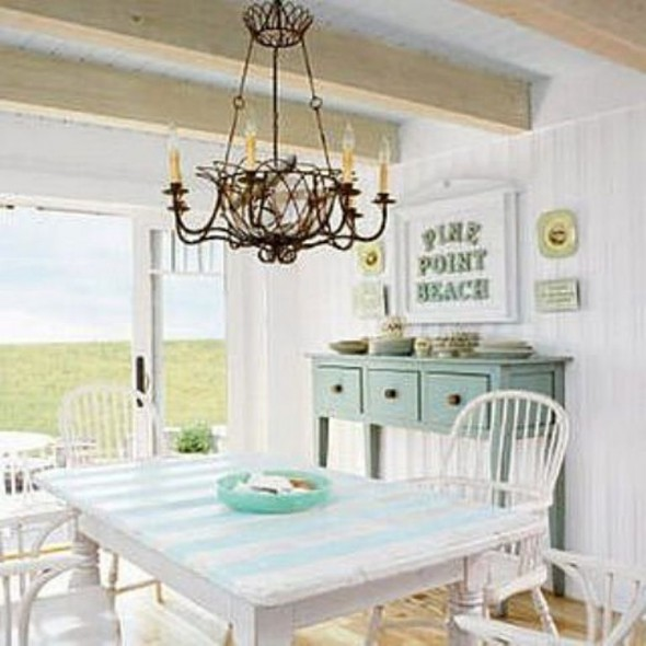 Cottage Dining Room Photo
