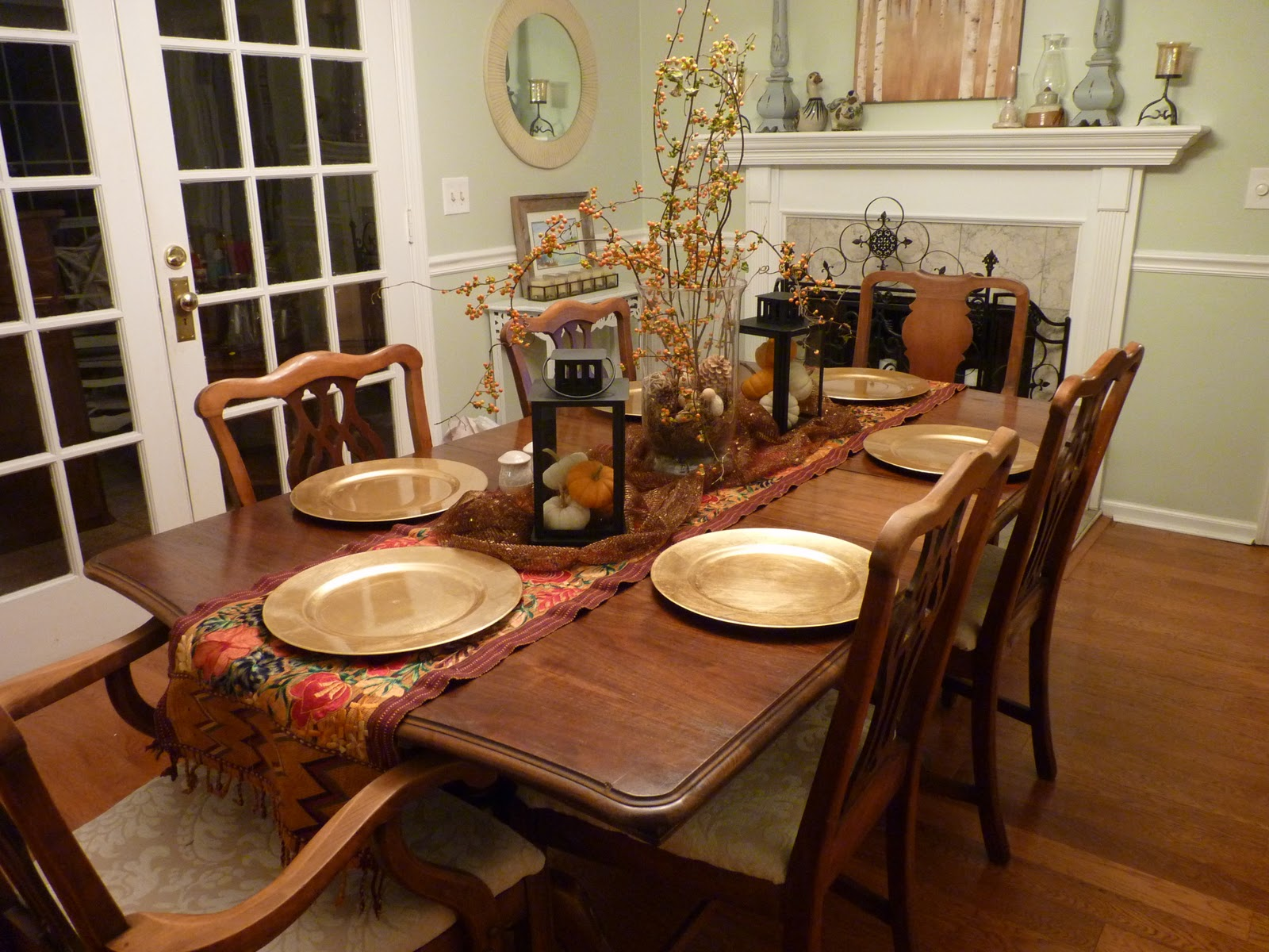 decorating ideas for dining room table photo - 2