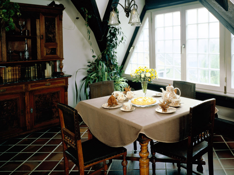 Decorating ideas for small dining rooms large and for Small dining suites