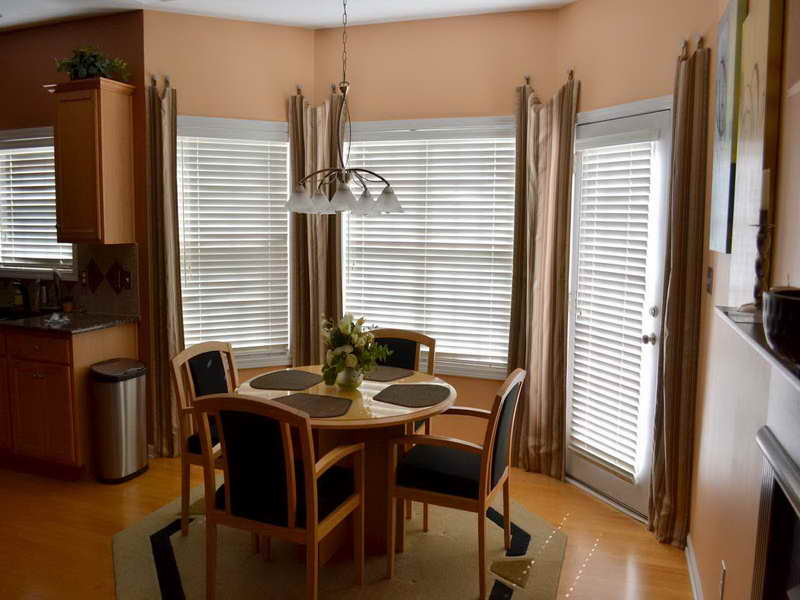 dining room bay window photo - 2