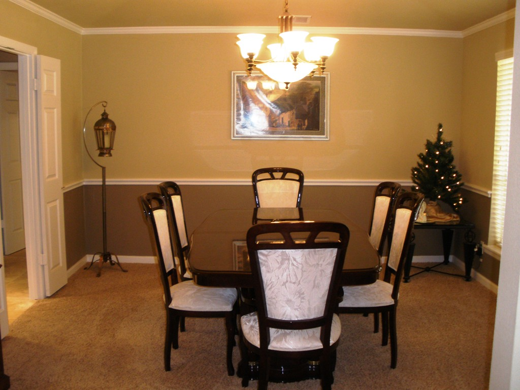 dining room with chair rail photo - 2