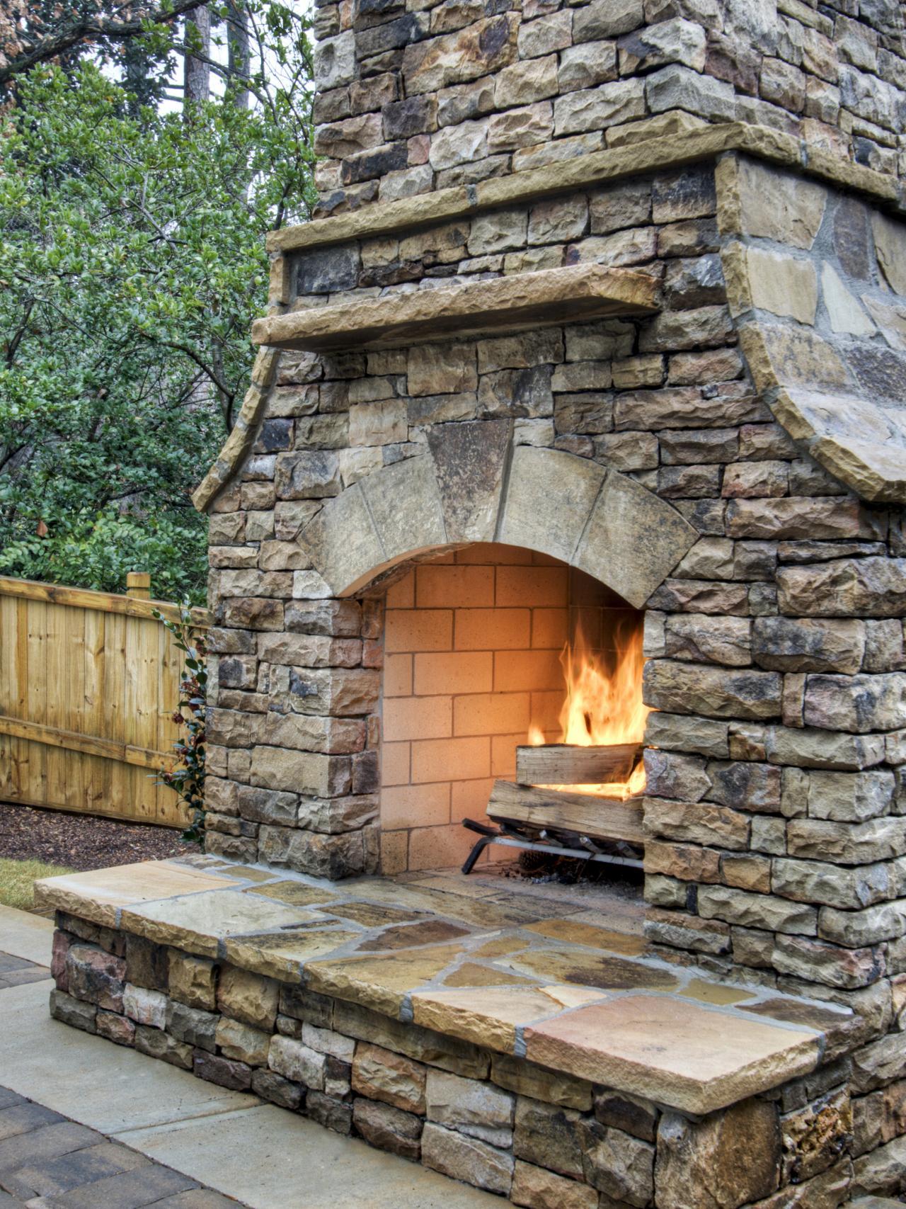 diy backyard fireplace photo - 1