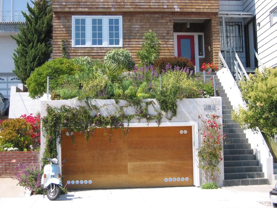 garage garden photo - 2