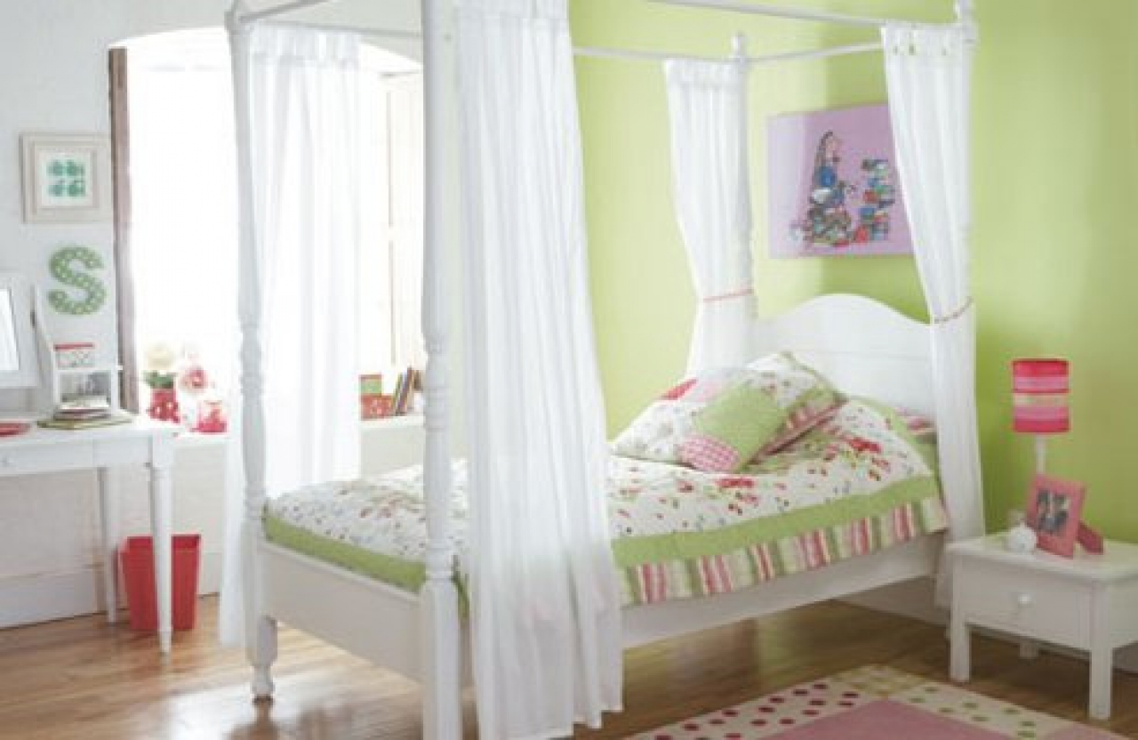 Bedrooms for girls green - Green Girls Bedroom Photo 2