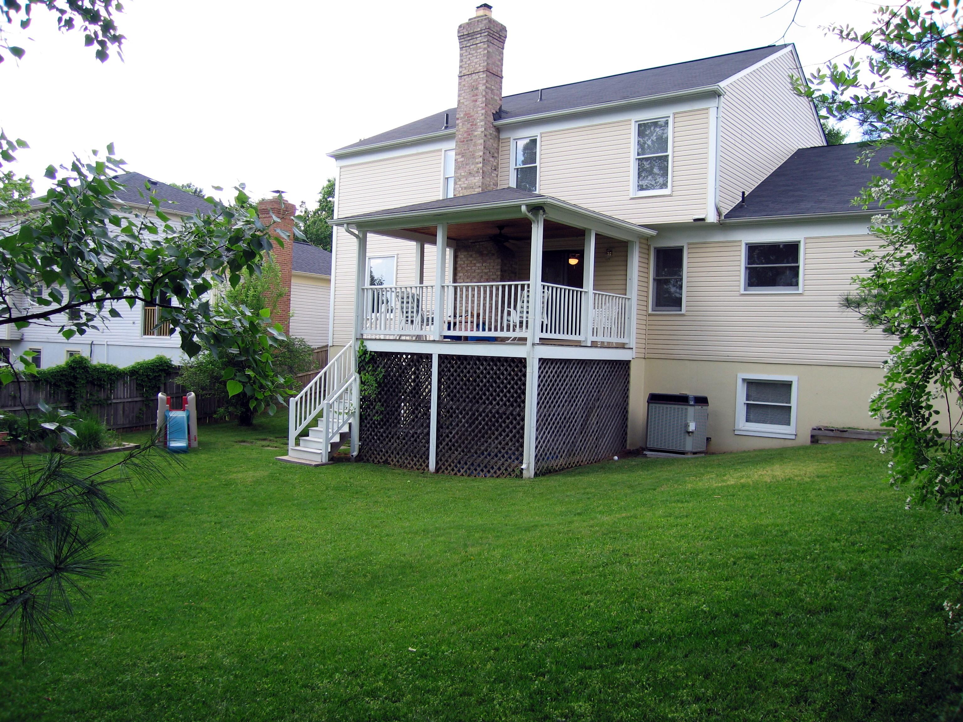 house backyard photo - 2