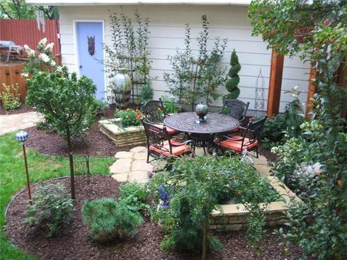 how to landscape a small backyard photo - 2