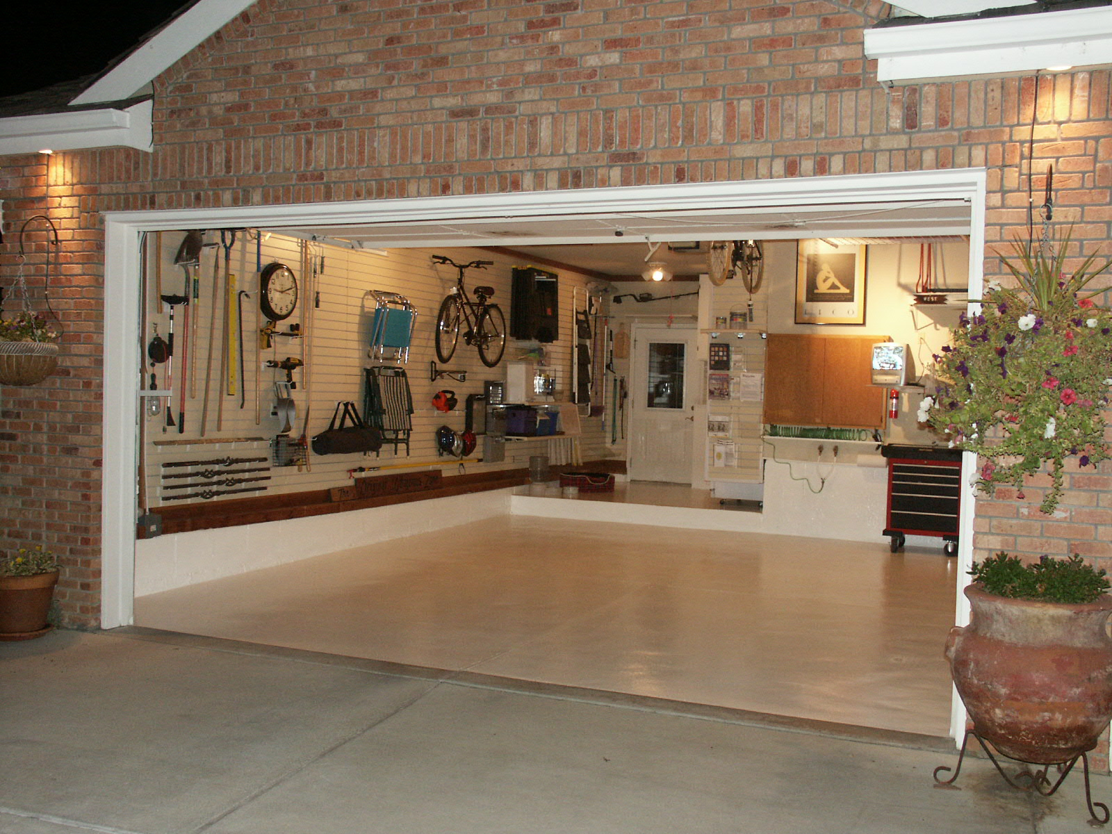 how to organize a garage photo - 1