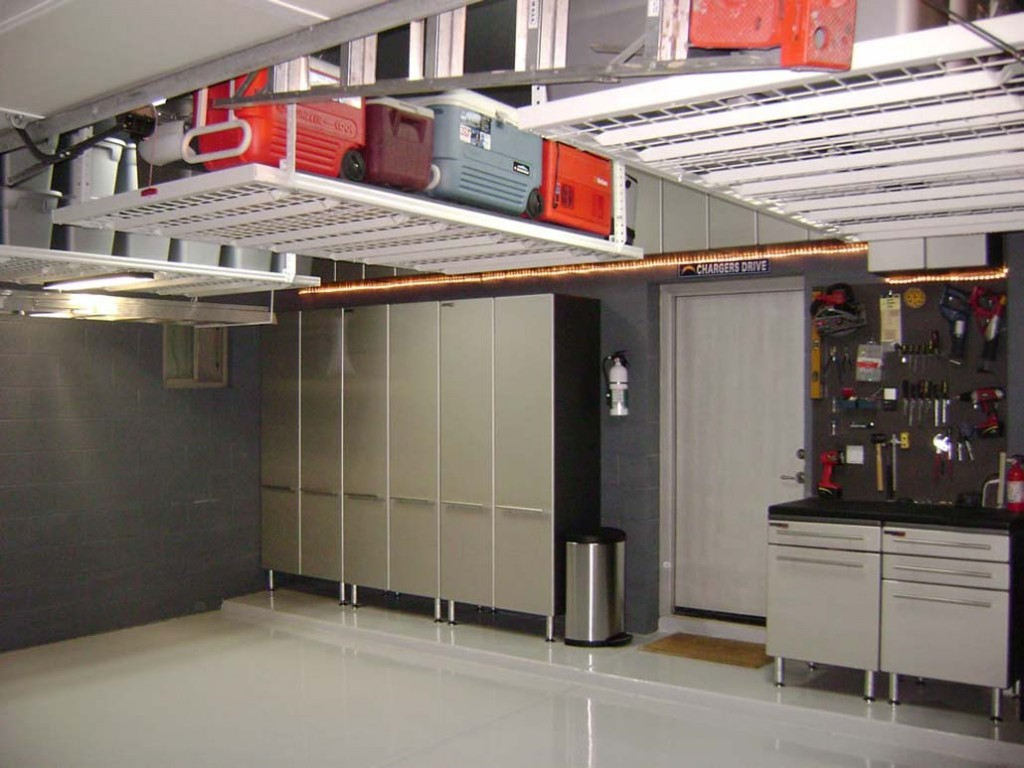 ideas for organizing a garage photo - 1