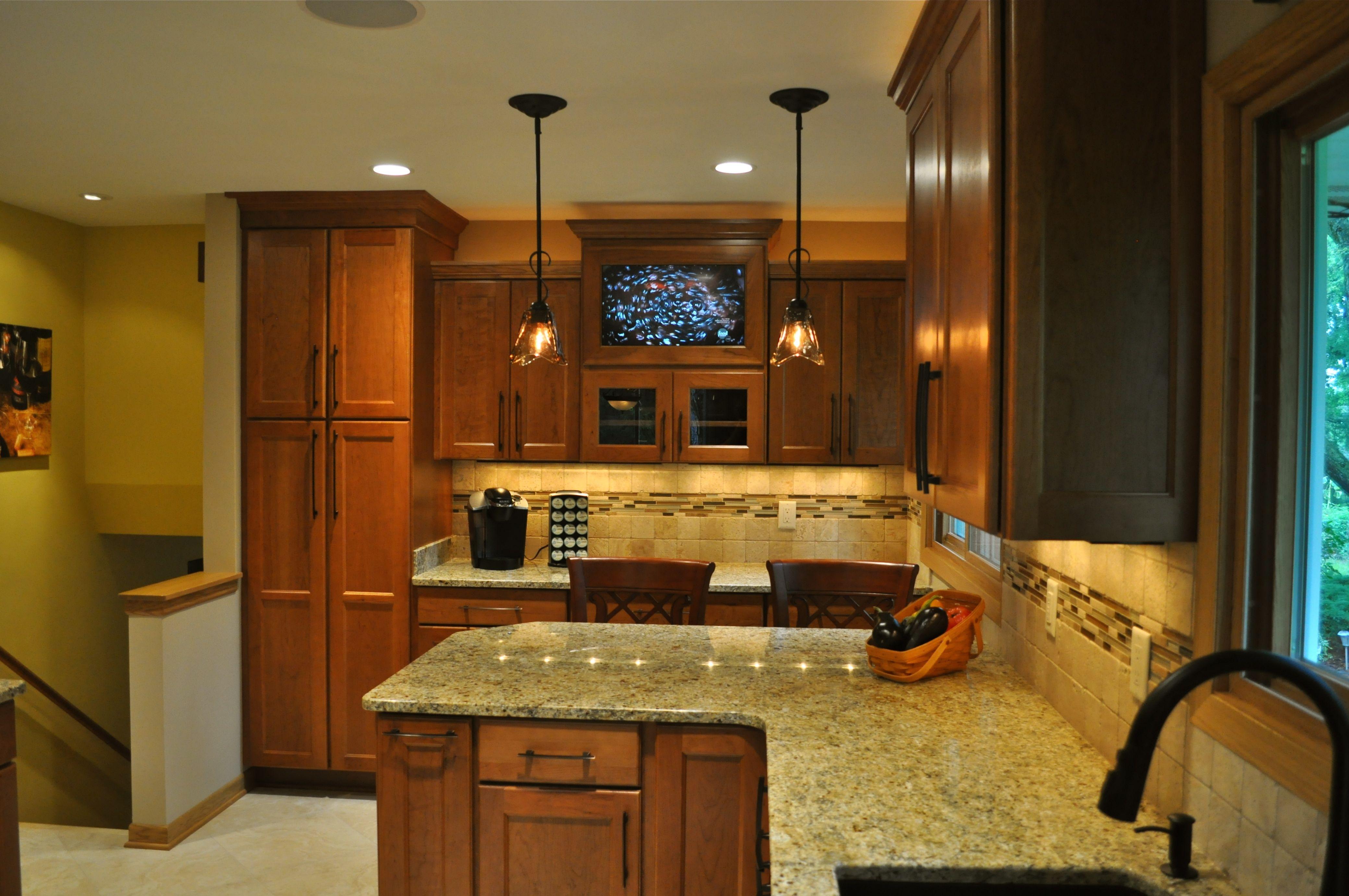 kitchen island dining photo - 2