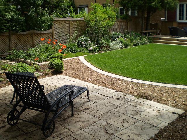 landscape design for small backyard photo - 2