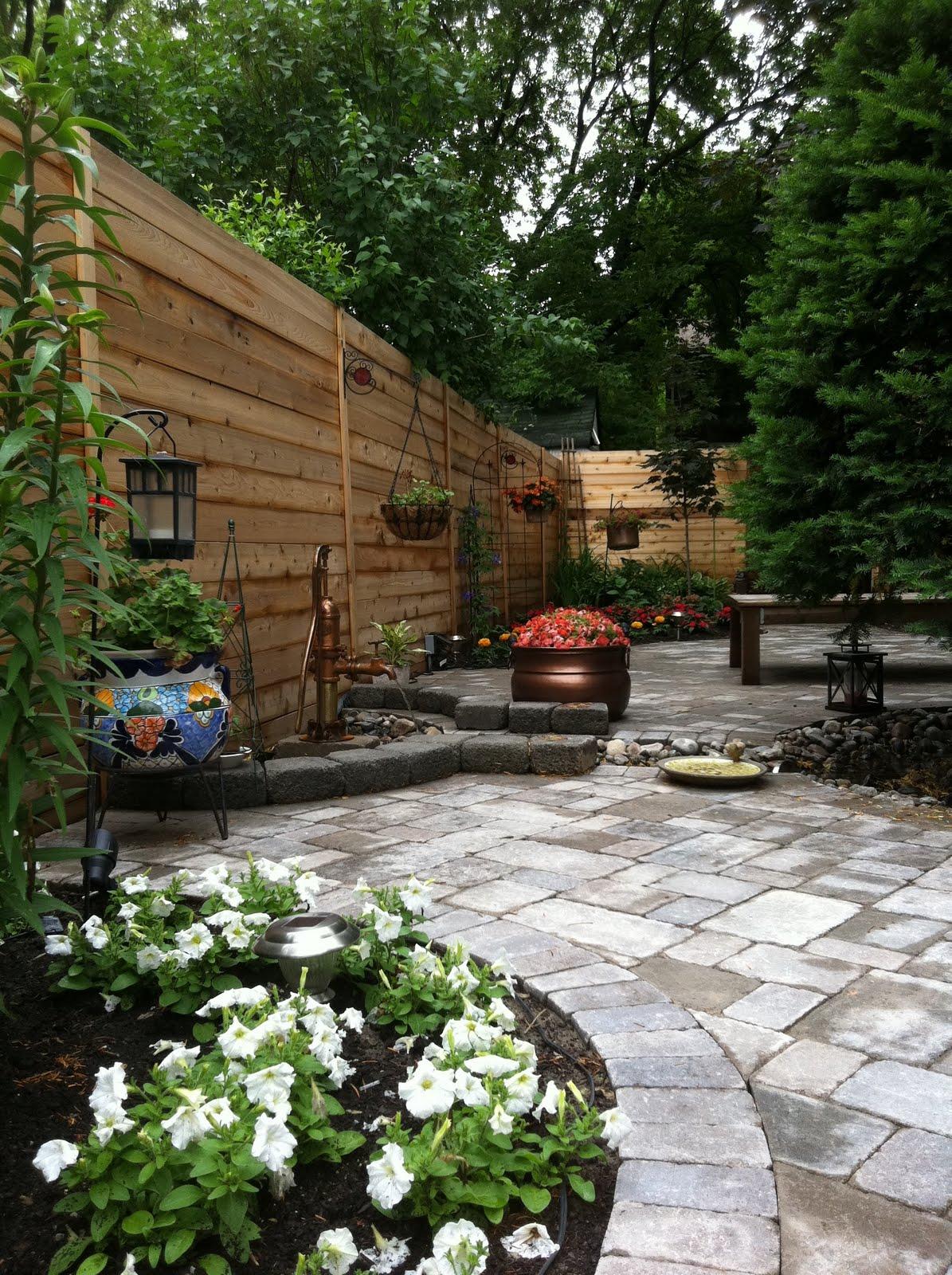 narrow backyard ideas photo - 1